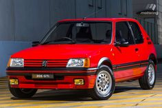 Peugeot 205 GTI Don't those wheels look skinny for a GTI? 3008 Peugeot, Peugeot 205, Peugeot France, Gt Turbo, Black Wheels, Road Runner, World Records, Gto, Sport Cars