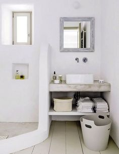 A broken toilet is one of life's great miseries. Choosing a new toilet can be difficult but with a bit of knowledge, you can get a great new toilet at a great price.