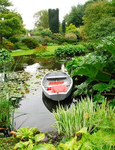 Beth Chatto Gardens in Elmstead Market, Essex, England (by antonychammond). We never got to see the Beth Chatto gardens despite being so close by Beautiful World, Beautiful Gardens, Beautiful Places, Amazing Places, Beth Chatto, British Garden, Woodland Garden, Garden Cottage, English Countryside