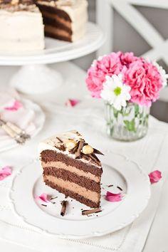 Sweet Sensation: Čokoladna torta s bananama i karamelom / Chocolate Banana Cake with Caramel Frosting