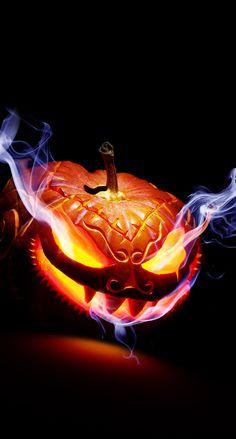 its cool Halloween Wood Crafts, Halloween Artwork, Pink Halloween, Halloween Painting, Halloween Cupcakes, Halloween Pictures, Spooky Halloween, Halloween Themes, Halloween Pumpkins
