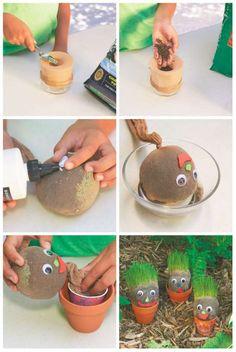 Créez un bonhomme rigolo aux cheveux d'herbe.14 idées géniales pour jardiner avec les enfants