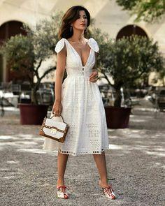 Vestido branco de laise in 2020 White Dress Summer, White Midi Dress, Little White Dresses, Lace Dress, Summer Dresses, Eyelet Dress, Women's Fashion Dresses, Dress Outfits, Casual Dresses