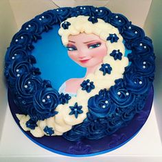 Frozen cake Elsa Birthday Cake, Cool Birthday Cakes, Birthday Cake Toppers, Cake Decorating Videos, Cake Decorating Techniques, Beautiful Cake Designs, Beautiful Cakes, Bolo Tumblr, Professional Cake Decorating