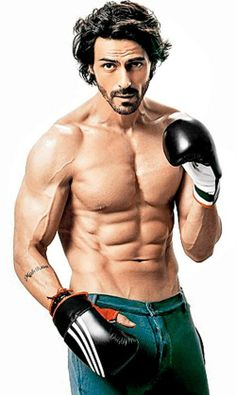 Our Bollywood actors are famous for removing shirts on screen. See pictures of 15 hottest shirtless Bollywood actors. Oscar Wilde, Indian Bodybuilder, Fit Star, Star Wars, Raining Men, Bollywood Stars, Bollywood News, Poses, Bollywood Celebrities