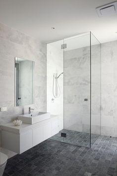 Bathroom: white/grey marble-look wall tiles, dark grey floor tiles
