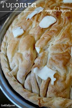 tyropita me simigdalokrema Cheese Pies, Greek Recipes, Food And Drink, Appetizers, Yummy Food, Baking, Breakfast, Desserts, Pizza