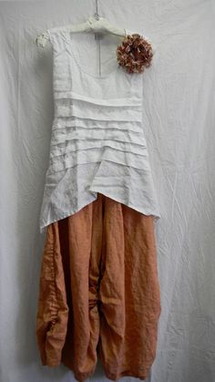 looks so comfy for summer, yet cute Look Fashion, Fashion Outfits, Womens Fashion, Fashion Design, Look Hippie Chic, Mode Cool, Altered Couture, New Shape, Linen Dresses