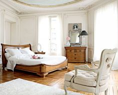 Modern Shabby Chic Bedroom Design Ideas: Traditional Old World Bedroom Crown Molding