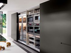 FITTED KITCHEN WITH INTEGRATED HANDLES ASSIM COLLECTION BY EUROMOBIL