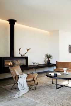 The Lodge: eine elegante Wohnung in Byron Bay Australien Nomadbubbles Contemporary Chairs, Living Spaces, Living Room, Fireplace Design, Cheap Home Decor, Home Decor Accessories, Home And Living, Home Remodeling, Bedroom Decor