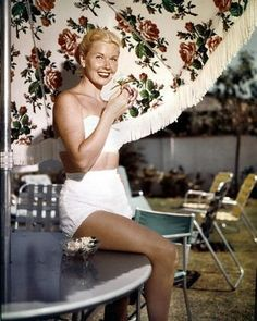 With little makeup and a white bikini, Doris makes natural beauty stylish. #styleicon #modcloth