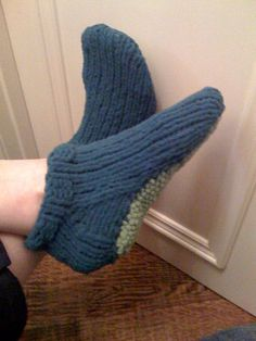 Slipper Socks - pattern is easy, could be the first sock pattern for beginners (S-L) - by PolarKnit