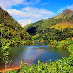 Subindo o rio Ribeira de Iguape. Aventuras nos esperam. #abussolaquebrada #viagem #trip #iporanga #travel #adventure #ilovephoto #offroad #outoflimits #trekking