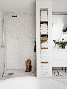 badkamer wit grijs hout - Google zoeken