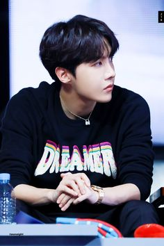 Read Jung Hoseok from the story BTS - The type of. V E Jhope, Jungkook Jimin, Jhope Cute, Kim Namjoon, Bts Bangtan Boy, Seokjin, Taehyung, Jung Hoseok, Mixtape