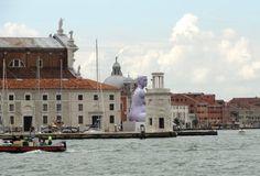 Pour ceux qui nous suivent sur Instagram, vous devez savoir que notre équipe est allée le week end dernier à Venise, invitée par Swatch, afin de découvrir la mythique biennale d'art contemporain.  La claque fut double, tout d'abord l'architecture et l'ambiance de cette ville unique et ensuite la profusion d'oeuvres d'art de la biennale. Pour ces 3 jours, Swatch (partenaire principal de la biennale) a mis les petits plats dans les grands, pour faire vivre un moment magique aux journalistes...