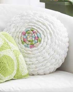 Ruffled crochet pillow - free pattern from Bernat.