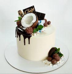 Райское наслаждение посреди недели? А почему бы и да! . В полный рост в слайдере➡️ . Внутри тропики 🌴: апельсиновый бисквит, манговый мусс, крустиллант на белом шоколаде, кули манго-маракуйя и нежный чиз 😋 Bright Cakes, Chocolat Cake, Geode Cake, Cake Decorating Videos, Chocolate Wafers, Just Cakes, Pastry Cake, Drip Cakes, Pretty Cakes
