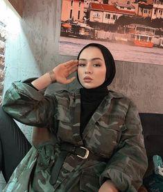 Sac Tutorial and Ideas Modern Hijab Fashion, Street Hijab Fashion, Hijab Fashion Inspiration, Muslim Fashion, Fashion Ideas, Casual Hijab Outfit, Hijab Chic, Hijabi Girl, Girl Hijab