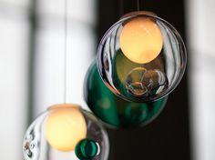 丸いシェードの中にさらに大きな気泡が入ったデザイン。色ガラスが混ざったタイプもあり、個性的な空間を演出します。