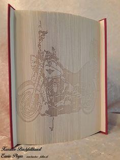 Harley Davidson in einem gefalteten Buch als Geburtstagsgeschenk zum 50er, was will man mehr für einen Motorradfan. Dieses Buch wurde aus einem persönlichen Foto individuell angefertigt und ziert nun einen Schreibtisch. Schaut mal auf meiner Homepage vorbei, ich würde mich freuen.