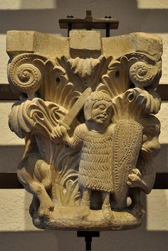 Capitell de Sant Pere de Rodes. Museu dArt de Girona Free Standing Sculpture, Lion Sculpture, Pre Romanesque, Romanesque Sculpture, Ottonian, Art Roman, Carolingian, Ange Demon, Church Architecture