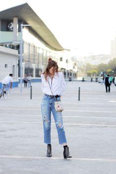 Como estilizar un look basico con jeans y camisa blanca- Martina Lubian #jeans #rippedjeans