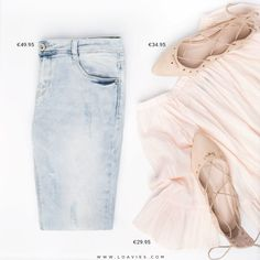 Keeping it simple today with a pair of skinnies, lace up flats and cute top. Do you love this look too? #loavies #ootd #simple #chic #flats #summer #inspiration #outfit #trend