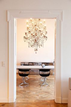Now that's a chandelier. Great example of modern/rococo mix in Angelika Taschen's Berlin city home.
