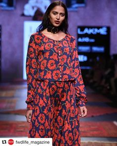Mitali  @lakmefashionwk #Repost @fwdlife_magazine with @repostapp  Ritu Kumar at Lakme Fashion Week Summer Resort 2017. #lakmefashionweek #lfw #fwdmagazine #fashionmagazine