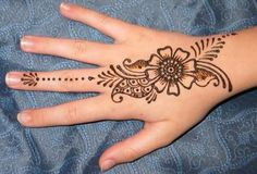 It is difficult to discover most recent Mehendi designs when web is full with same old however delightful henna designs. Mehndi or Henna additionally play… Henna Tattoo Hand, Henna Tattoo Designs, Henna Tattos, Tatto Design, Henna Body Art, Hand Mehndi, Hand Tattoos, Easy Hand Henna, Mandala Tattoo