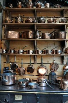 copper pots and pans @ a Paris flea market. This reminds me of the scene in Julia and Julie when Julia Child buys here copper pots. Old Kitchen, Vintage Kitchen, Kitchen Dining, Victorian Kitchen, Comedor Office, Paris Flea Markets, Cocinas Kitchen, Copper Pots, Antique Copper