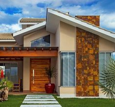 Modern house front elevation with modern house front pictures Bungalow House Design, House Front Design, Small House Design, Modern House Design, Main Entrance Door Design, House Entrance, Australia House, House Construction Plan, My House Plans
