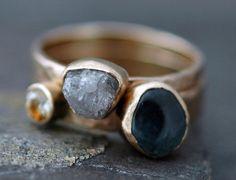 Custom 14k or empilage Engagement et bague de mariage ensemble - rugueuse et coupe de pierres précieuses