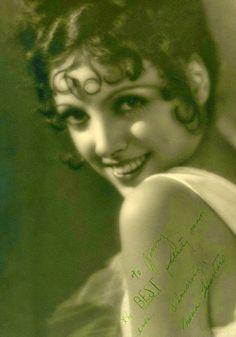 Signed photo from actress Nina Quartero