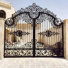 Welcome Your Guest With This 20 Perfect Entrances Gate Designs Ideas - Dwell Of Decor Gate Wall Design, House Main Gates Design, Front Gate Design, House Front Design, Door Design, Metal Driveway Gates, Iron Garden Gates, Entrance Gates, Front Gates