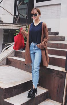 Know the latest and the hottest Korean fashion! You can find all types of Korean clothing here from tops, bottoms, dresses, outerwear and bikinis! Asian Street Style, Korean Street Fashion, Korea Fashion, Asian Fashion, Girl Fashion, Fashion Outfits, Korean Style, Kpop Outfits, Korean Outfits