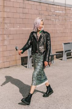 Create Your Best Fashion Sense With These Tips And Tricks – Designer Fashion Tips Autumn Fashion Women Fall Outfits, Cute Fall Outfits, Fashion Outfits, Fashion Fashion, Street Fashion, Looks Street Style, Nyfw Street Style, Punk Chic, Double Denim
