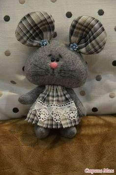 Pin by Nella Ortega de Luna on Cose fa rifare Plushie Patterns, Animal Sewing Patterns, Sewing Stuffed Animals, Stuffed Animal Patterns, Handmade Stuffed Animals, Mouse Crafts, Felt Crafts, Crochet Mouse, Crochet Dolls