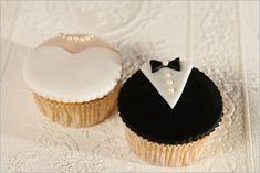 Cupcakes von Sugarbird http://www.sugarbird-cupcakes.de/wp-content/uploads/Sugarbird-Cupcakes_Hochzeit_Kleider2.jpg