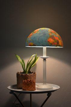 Lampa av återbrukad jordglob - Diagnos:Kreativ