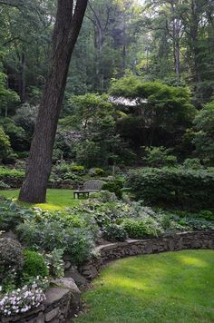 Simple sloped garden in the woods. Love the stone wall. Simple sloped garden in the woods. Love the stone wall. Terrace Garden, Garden Spaces, Garden Beds, Garden Grass, Hillside Garden, Garden Walls, Gravel Garden, Garden Cottage, Water Garden