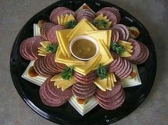 New cheese art appetizers 38 Ideas Meat And Cheese Tray, Meat Trays, Meat Platter, Food Trays, Cheese Art, Party Food Platters, Party Trays, Party Snacks, Good Food
