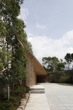 Villa at Sengokubara by Shigeru Ban Architects via #deseen