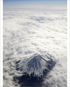 Mount Fuji (富士山 Fuji-san) is the highest mountain in Japan located on Honshu Island at m ft). An active stratovolcano that last erupted in Mount Fuji lies about 100 kilometres mi) south-west of Tokyo, and can be seen from there on a clear day. Monte Fuji Japon, Volcan Eruption, Mont Fuji, Above The Clouds, Belle Photo, Amazing Nature, Mother Earth, Science Nature, Nature Nature
