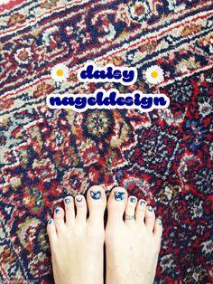 Daisy Nageldesign mit Blumen ellawayfarer.com  #nailart #daisynails #blumen #nageldesign