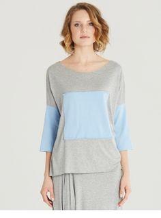 BLUZKA Z KWADRATEM - Bluzka typu oversize. Uszyta z miękkiej, przyjemnej w noszeniu szarej bawełny. Ma bawełniane rękawy i taka samą aplikację z przodu, w kształcie kwadratu.    http://www.mapepina.pl/kobieta/bluzka-z-kwadratem.html
