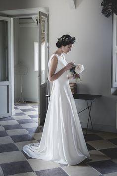 Vestido de novia de crep.  Alejandra Svarc. Colección Mélancolie. Wedding dress.  Foto Patricia Semir.