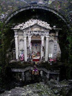 Altar de lo que fue la iglesia de San Juan parangaricutiro. Jalisco, Mexico by juancabebe, via Flickr